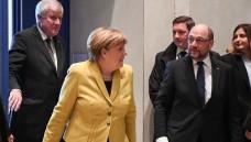 Auf geht's in den Ausschuss: CSU-Chef Horst Seehofer (li.), Kanzlerin Angela Merkel und SPD-Chef Martin Schulz (re.) könnten am heutigen Mittwochabend das Rx-Versandverbot beschließen. (Foto: dpa)