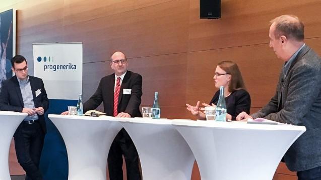 """Benjamin Rohrer, Elmar Esser, Rebecca Beerheide und Peter Thelen diskutierten beim """"Dialog am Mittag"""" auf kurzweilige Weise gesundheitspolitische Themen, die die nächste Regierungskoalition bewegen sollten. (Foto: Pro Generika)"""