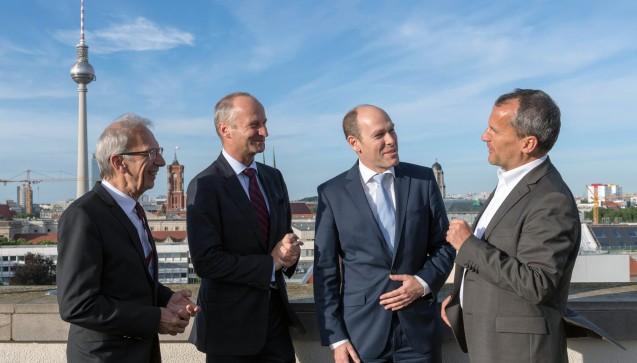 DAZ-Herausgeber Peter Ditzel, Friedemann Schmidt, Gehe-Chef Peter Schreiner und Michael Hennrich. (v.l.n.r.)