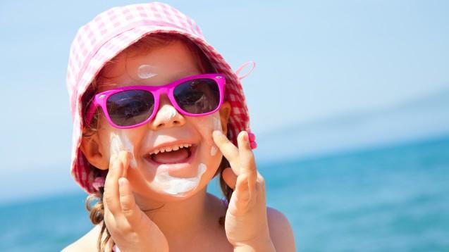 Wichtig: Sonnenschutz für Kinder. Aber welcher ist richtig? (Foto: yanlev/Fotolia)