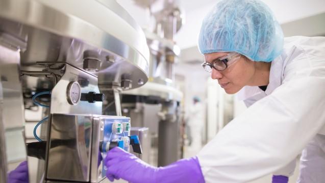 Lässt sich nicht einfach noch Grippeimpfstoff nachproduzieren? DAZ.online hat mit Seqirus gesprochen, dem Hersteller von Flucelvax Tetra, dem derzeit in Deutschland einzigen säugetierzellkulturbasierten Grippeimpfstoff. (p / Foto: Seqirus)