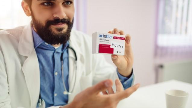 Hersteller müssen Ärztemuster vor Abgabe ausbuchen. (c / Foto: Nebojsa/stock.adobe.com   Packshot: aspen)
