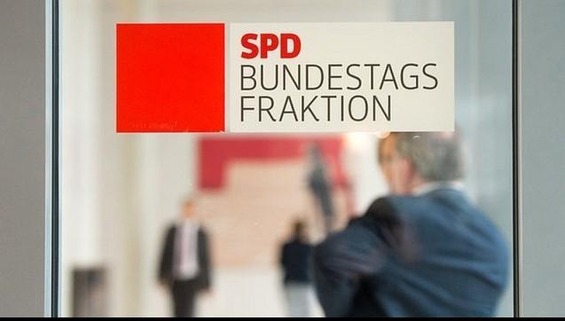 """Die SPD-Bundestagsabgeordneten Dittmar und Franke haben einen Gesetzesvorschlag zur Lösung des Versandhandels-Konfliktes vorgelegt.Die beiden SPD-Politiker wollen Boni bis zu einer Bagatellgrenze von einem Euro haben, den Versandhandel erhalten und das Apothekenhonorar umbauen.Die ABDA protestiert und nennt die Sozialdemokraten """"naiv"""" und spricht ihnen den Mut ab. (Foto: dpa)"""