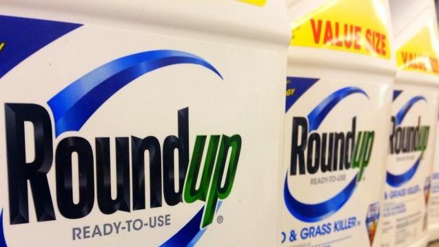 Derzeit heiß umstritten: Monsanto stellt unter anderem den Unkrautvernichter Roundup her, der Glyphosat enthält. (Foto: Mike Mozart / Flickr)