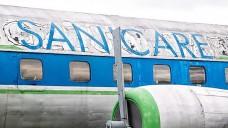 Unter einem früheren Betreiber versuchte die Versandapotheke Sanicare, mit Werbung auf einem historischen Flugzeug Aufmerksamkeit zu erregen. Nun führen Auseinandersetzungen zwischen den Gesellschaftern zu Schlagzeilen. (Foto: dpa)