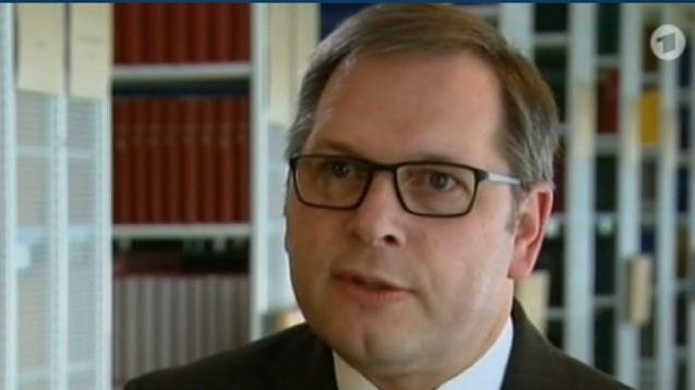 MMS-Szene macht weiter: BfArM-Präsident Broich will gern selbst aktiv werden. (Bild: ARD-Screen)