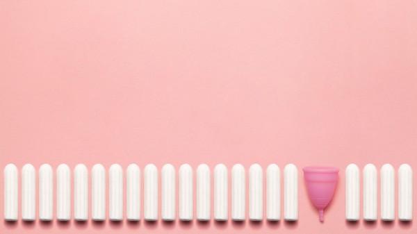 Menstruationstasse statt Tampon – sinnvoll und sicher?