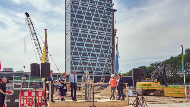 Guido Rasi (3. v.li.) bei der Grundsteinlegung der Arzneimittelagentur EMA in Amsterdam. (Foto: Marcel Steinbach)