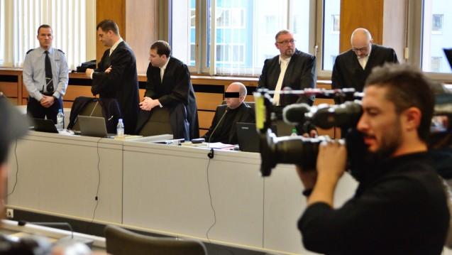Der angeklagte Bottroper Zyto-Apotheker Peter S. muss sich vor dem Landgericht weiter gegen heftige Vorwürfe verteidigen. Indes sind in dem Fall anonyme Drohbriefe aufgetaucht. (Foto: hfd)