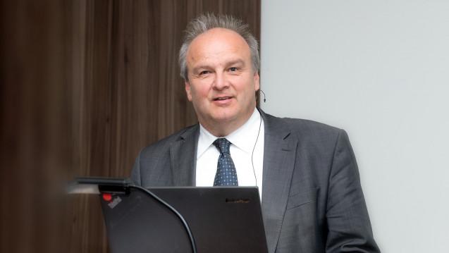 Peter Froese, Chef des Apothekerverbandes Schleswig-Holstein, im Gespräch mit DAZ.online über den Apothekenalltag mit dem E-Rezept. (Foto: DAZ)