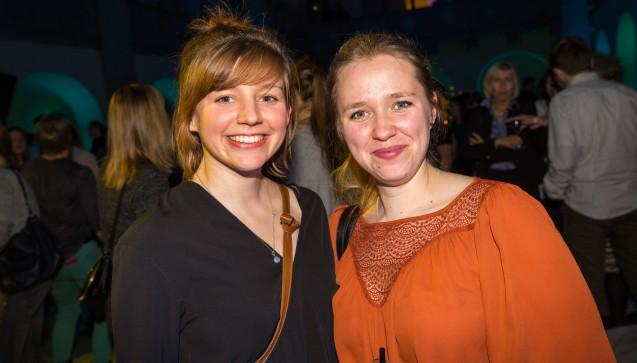 Auch DAZ.online-Volontärin Diana Moll (li.) mischte sich unter die Party-Gäste.