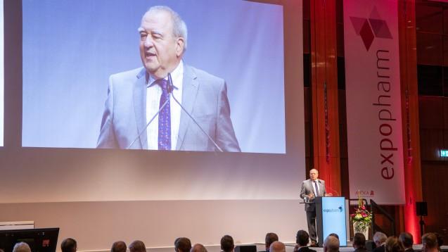 Auf der diesjährigen Expopharm stellte DAV-Chef Fritz Becker die DAV-App für das E-Rezept vor. Jetzt gibt es Neuigkeiten bei der Anwendung der App. (s / Foto: Schelbert)
