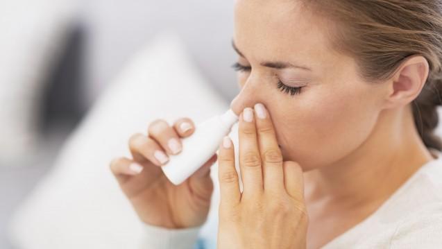In Apotheken ein bekanntes Problem: Suchtpotenzial von Xylometazolin-haltigen Nasentropfen. (Foto: Alliance / Stock.adobe.com)