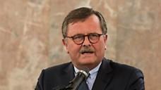 BÄK-Präsident Montgomery fordert von der Regierung Einsatz bei der ärztlichen Versorgung von Flüchtlingen. (Foto: jardai/modusphoto)