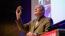Dr. Wolfgang Kircher erklärte bei der Interpharm, wie man Kindern die Einnahme von Arzneimitteln erleichtern kann. (m / Foto: mb)