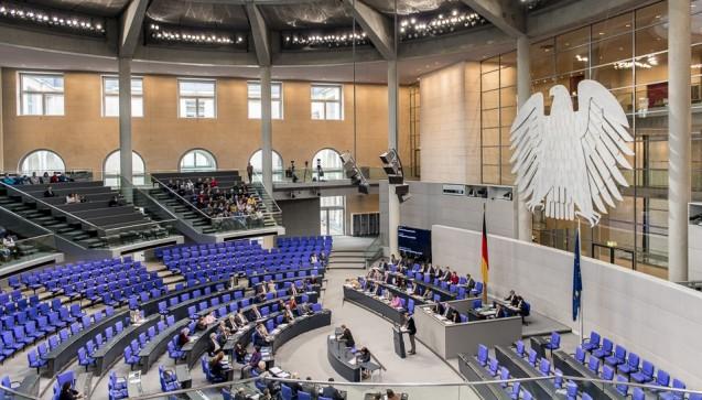 100 Millionen Euro mehr: Der Bundestag hat am Donnerstag das Arzneimittelversorgungs-Stärkungsgesetz (AMVSG) beschlossen. Darin enthalten ist eine Honorarsteigerung für Apotheker in den Bereichen BtM-Abgabe und Rezepturen. (Foto: Külker)