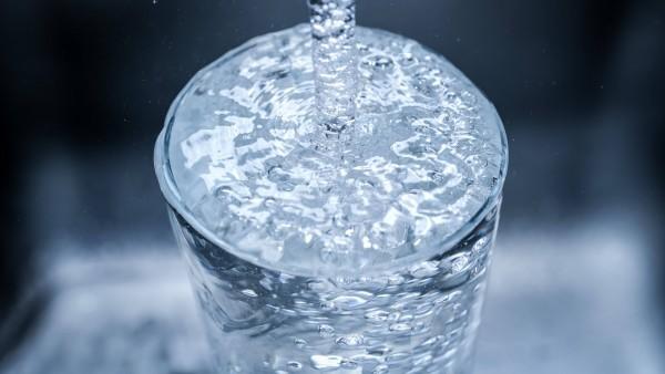 Gute Noten fürs Trinkwasser – Nitrat selten über Grenzwert