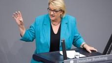 Die Grünen-Politikerin Kordula Schulz-Asche kritisiert die im GSAV geplante Neuregelung, dass Arzneimittel zur Hämophilie-Behandlung künftig über den Apotheken-Vertriebsweg gehen sollen. (j / Foto: imago)
