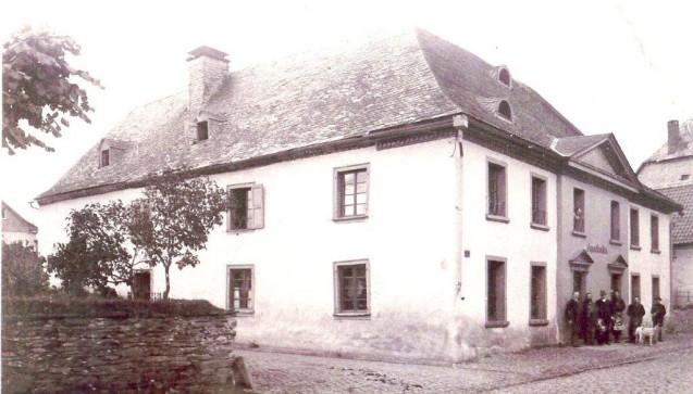 Die Löwen-Apotheke im Jahre 1891. Es ist das älteste existierende Foto.
