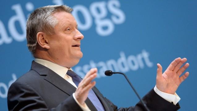 Nicht nur stark im Karneval: Bundesgesundheitsminister Hermann Gröhe (CDU) wirbt mit der Kompetenz des BfArM, um die EMA ins Rheinland zu locken. (Foto: dpa)