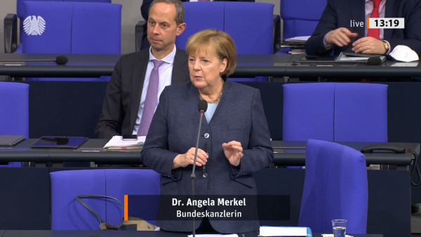 Merkel lobt Apotheken und kündigt Versand von Coupons an