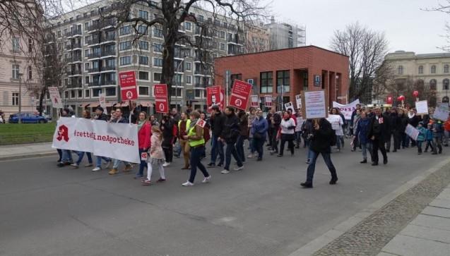 Für den Protestmarsch hatte die Polizei Teile der Berliner Innenstadt und des Regierungsvierteils für den Verkehr gesperrt.
