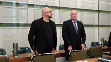 Apotheke-Adhoc-Herausgeber Thomas Bellartz und Rechtsanwalt Carsten Wegner – der Prozess wegen mutmaßlichen Datenklaus aus dem BMG zieht sich nun bereits über ein halbes Jahr hinweg. (c / Foto: DAZ.online)