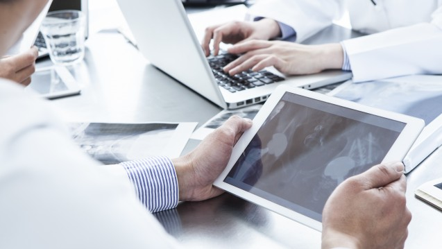 Für die Bundesärztekammer bietet die elektronische Patientenakte der Gematik mehr Nutzen als die vielbeworbenen Smartphone-Apps einiger Kassen. (s / Foto: Monet / stock.adobe.com)