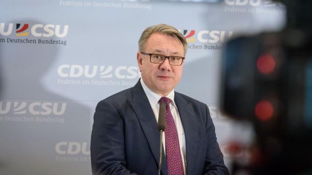 Dr. Georg Nüßlein, stellvertretender Fraktionsvorsitzender der Unionsfraktion, fordert, dass als Reaktion auf die Coronakrise exklusive Arzneimittel-Rabattverträge verboten werden. ( c / Foto: imago images / Thiel)