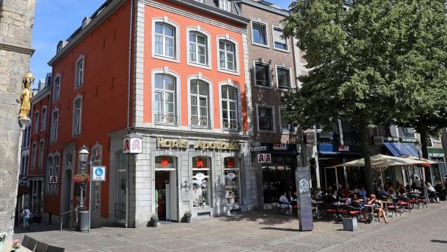 Schluss nach 404 Jahren: Die Karls Apotheke in Aachen wird schließen, die Besitzerin will aber als angestellte Apothekerin weiterarbeiten. (Foto: Karls Apotheke)