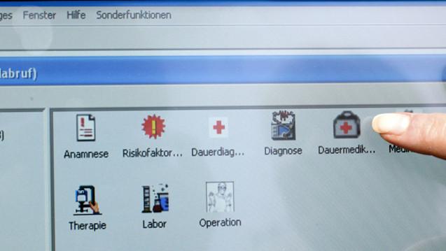 Die elektronische Patientenakte muss zügig umgesetzt werden. Das ist eine der Forderungen des Branchenverbandes Bitkom. (Foto: dpa)