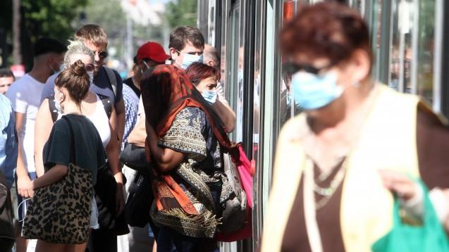 SARS-CoV-2: In Deutschland steigen die Infiziertenzahlen. Die Gesundheitsminister der Länder beraten am heutigen Montag per Telefonkonferenz über eine mögliche Verschärfung von Maßnahmen. (c / Foto: imago images / Ralph Peters)