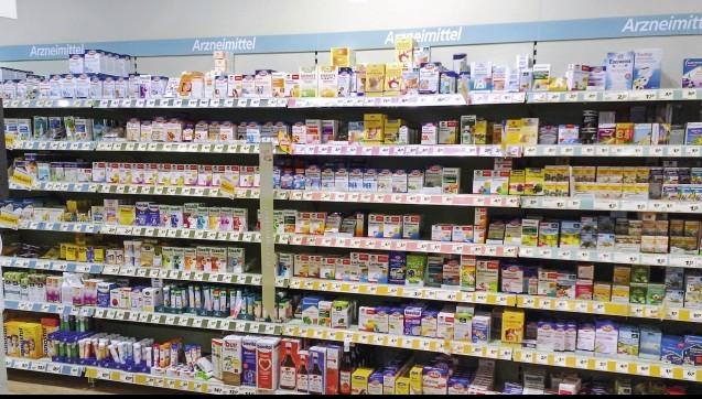 """Nahrungsergänzungsmittel sind ein lukrativer Markt. Dabei profitieren die Anbieter vielfach von der Nähe der Produkte zu den Arzneimitteln. Äußerlich ist der Status für den """"nicht Eingeweihten"""" oft schlecht zu erkennen. Sie sehen aus wie Arzneimittel, sind aber keine. Hierüber regt sich zunehmend Unmut, bei den Verbraucherschützern und auch bei der Konkurrenz im Arzneimittelsektor.(Foto: Angela Clausen / Verbraucherzentrale NRW)"""