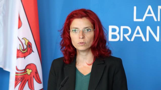 Brandenburgs Gesundheitsministerin Diana Golze (Linke) musste sich heute mit dem LAVG-Präsidenten Detlev Mohr vor dem Gesundheitsausschuss im Landtag verantworten. (s / Foto: Imago)
