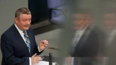 Pharma-Kassen-Kompromiss: Bundesgesundheitsminister Hermann Gröhe (CDU) musste am heutigen Mittwoch das Pharma-Gesetz im Bundestag verteidigen (Foto: dpa)