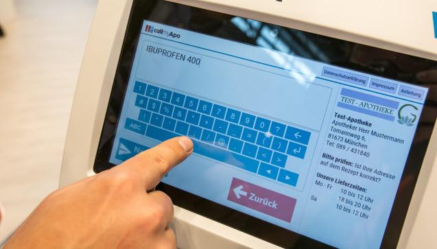 Per Textmitteilung können die Patienten ihren Apothekern OTC-Wünsche oder andere Nachrichten schicken. (Foto: DAZ/Schelbert)