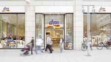 1.744 dm Filialen gab es Ende September in Deutschland, 3.224 europaweit. (Foto: dm)