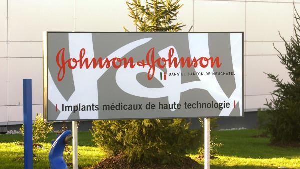 Johnson & Johnson korrigiert Jahresprognose erneut nach oben