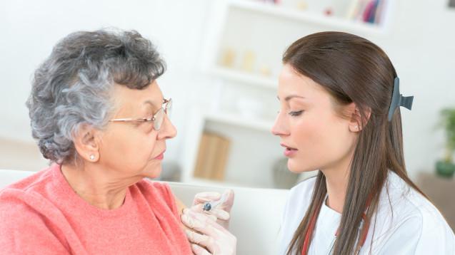 Laut einer spanischen Studie schützen wiederholte Grippeimpfungen Ältere besser vor schwerer Grippe. (Foto: auremar / stock.adobe.com)