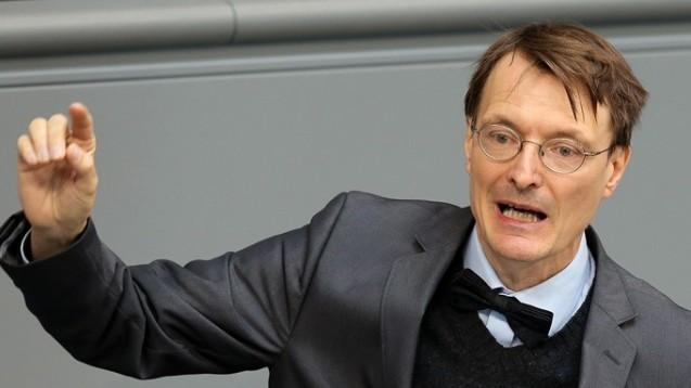 Kämpft gegen ein schnelles Verbot: SPD-Gesundheitsexperte Karl Lauterbach geht weiterhin vehement gegen das von Union und Apothekern geforderte Rx-Versandhandelsverbot vor. Er schrieb nun alle SPD-Abgeordneten deswegen an. (Foto: dpa)