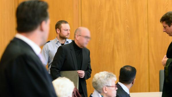 Staatsanwalt fordert 13,5 Jahre Haft für Zyto-Apotheker Peter S.