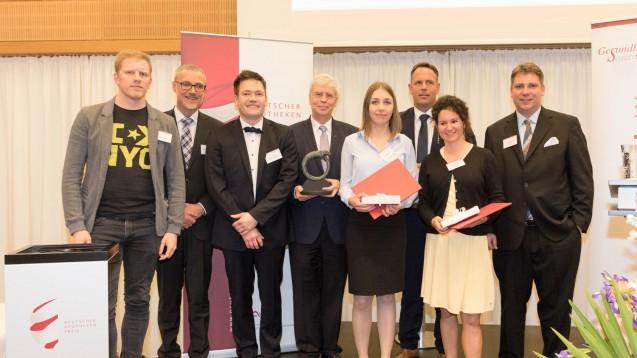 Alle ausgezeichneten Preisträger desDeutschen Apothekenpreises mit den Jurymitgliedern. (j/Foto:Marc Darchinger/Avie)
