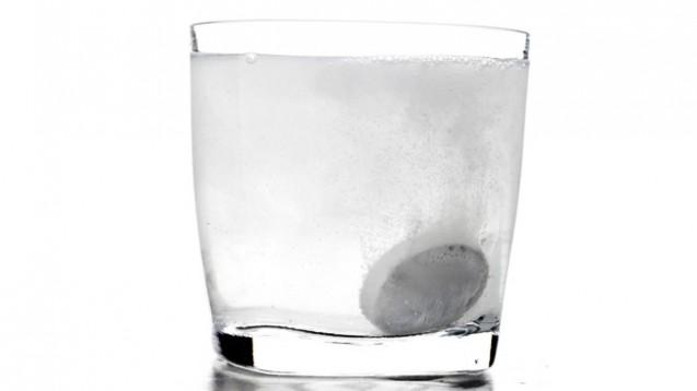 Vitamin D und/oder Calcium gibt es unter anderem in Form von Brausetabletten. (Bild: ridvanarda/Fotolia)