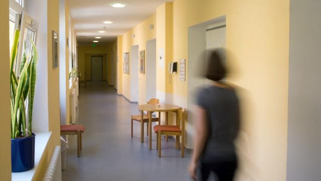 Blick in dieKlinik und Poliklinik für Kinder- und Jugendpsychiatrie am Universitätsklinikum der TU Dresden: Welches ist der richtige Weg für Psychiatrien– und Patienten? (Foto: dpa)