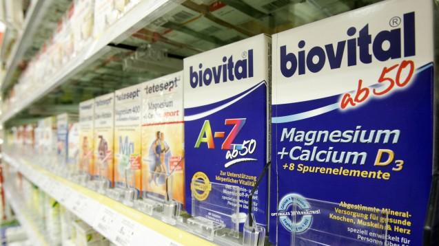 Auch viele NEM im Drogeriemarkt enthalten Vitamin D, vereinzelt auch in sehr hohen Dosierungen. (Foto:picture alliance/Keystone )