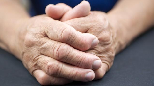 Das selektive Immunsuppressivum Tofacitinib wird zur Behandlung der rheumatoiden Arthritis (RA) und Psoriasis-Arthritis (PsA) sowie der Colitis ulcerosa eingesetzt.(Foto: hriana / stock.adobe.com)