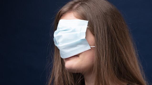 Wir Apotheker:innen sollten beim Masketragen Vorbilder sein, findet #DerApotheker. (Foto: Giulio_Fornasar / AdobeStock)
