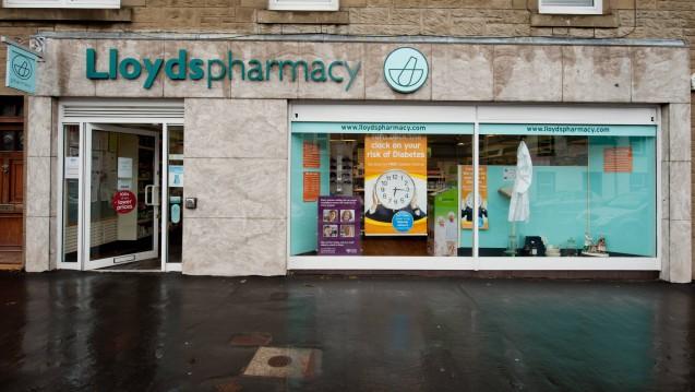 Britischen Medienberichten zufolge versuchen drei große Apothekenketten derzeit, die Übernahme einer Lloyds-Apotheke durch einen unabhängigen Apotheker zu verhindern. (Beispielfoto einer Lloyds-Apotheke: Imago)