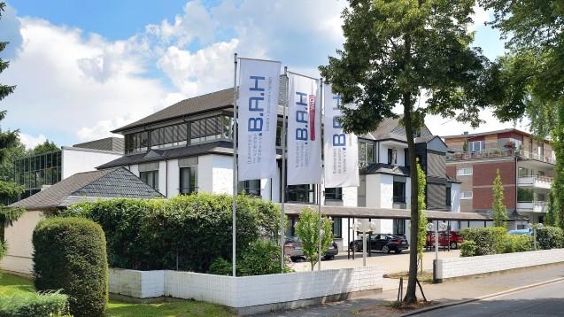 Der Bundesverband der Arzneimittel-Hersteller beklagt immense Belastungen durch gestiegene Abschlags- und Rabattzahlungen gegenüber den Krankenkassen. (s / Foto: Jan Schumacher/BAH)