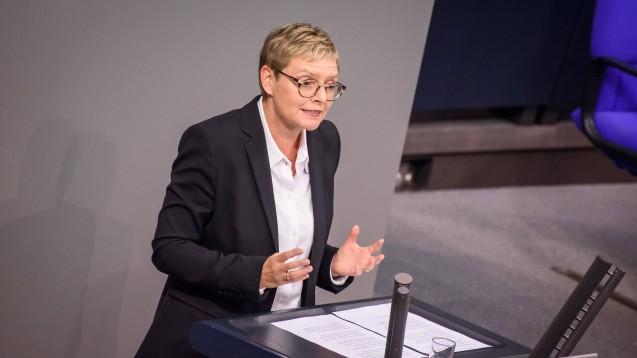 Sieht die flächendeckende Versorgung nicht in Gefahr: Sabine Dittmar (SPD). (m / Foto: imago images / Christian Spicker)